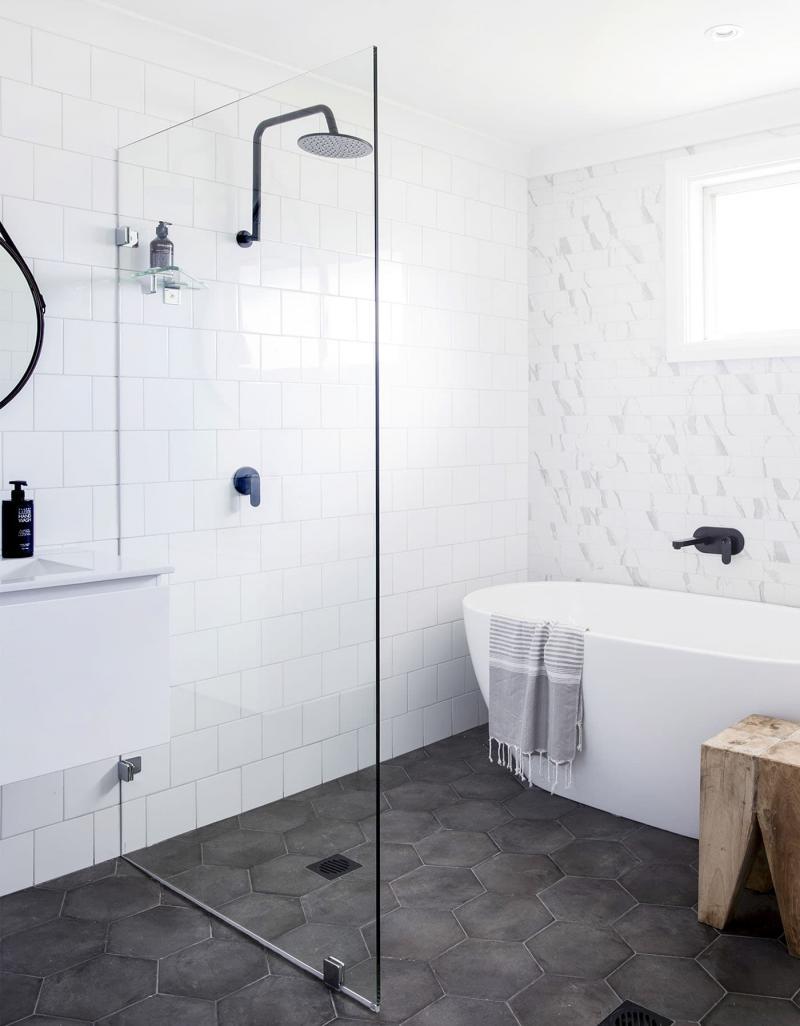 Открытый душ в ванной комнате 1