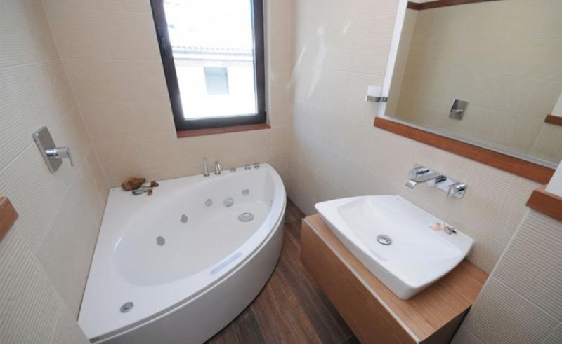 Идея оформления маленькой ванной комнаты 2