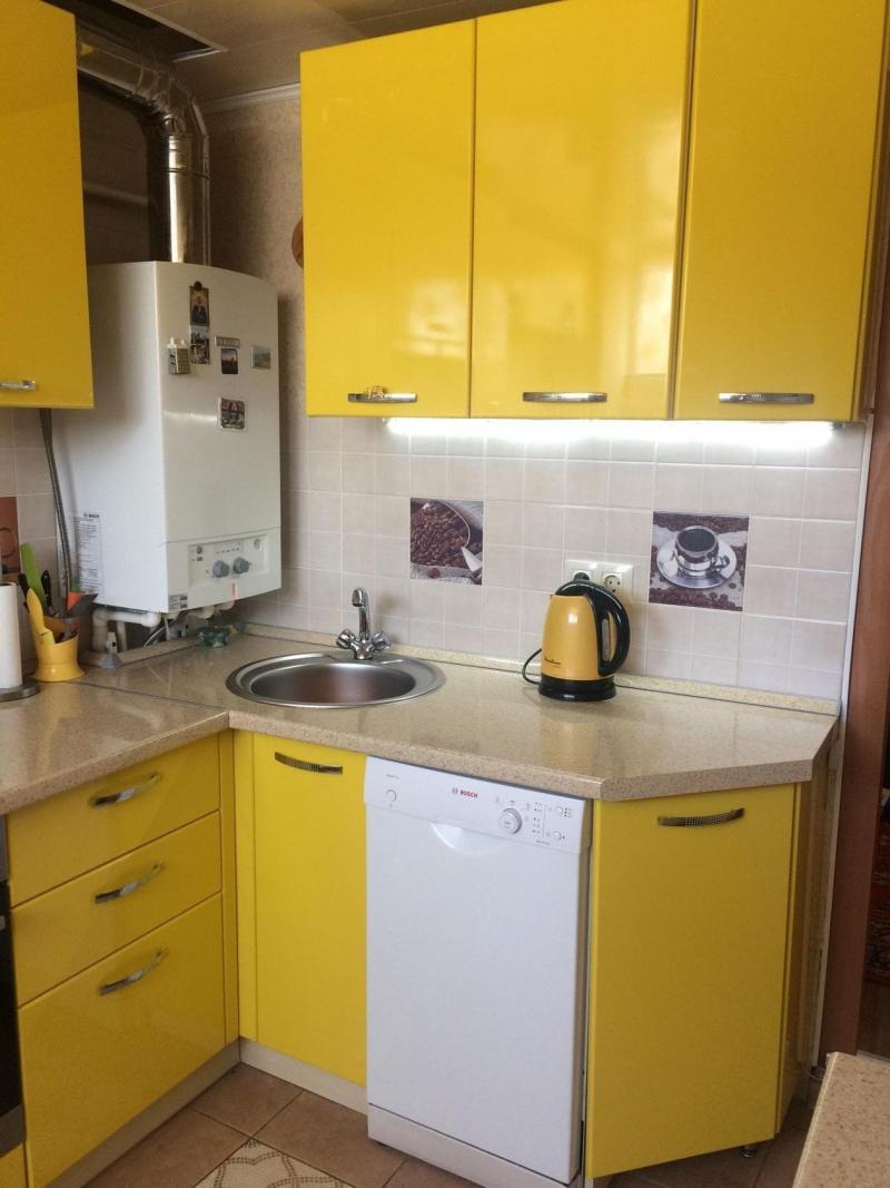 Газовая колонка в маленькой кухне 1