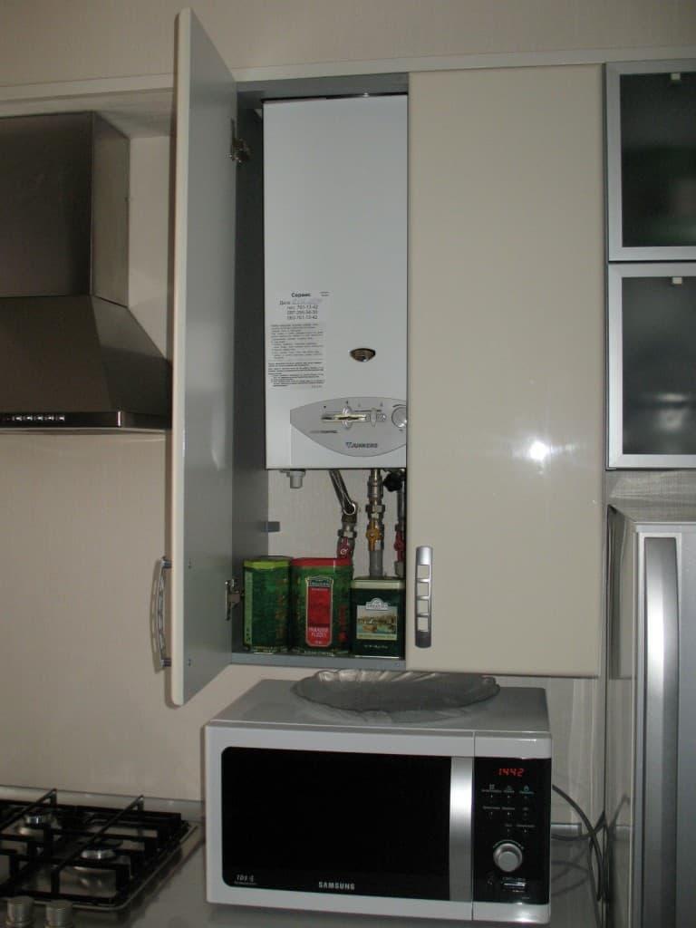 Газовая колонка в маленькой кухне 2
