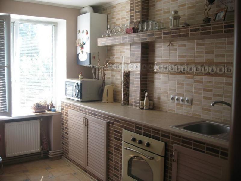 Газовая колонка в маленькой кухне 3