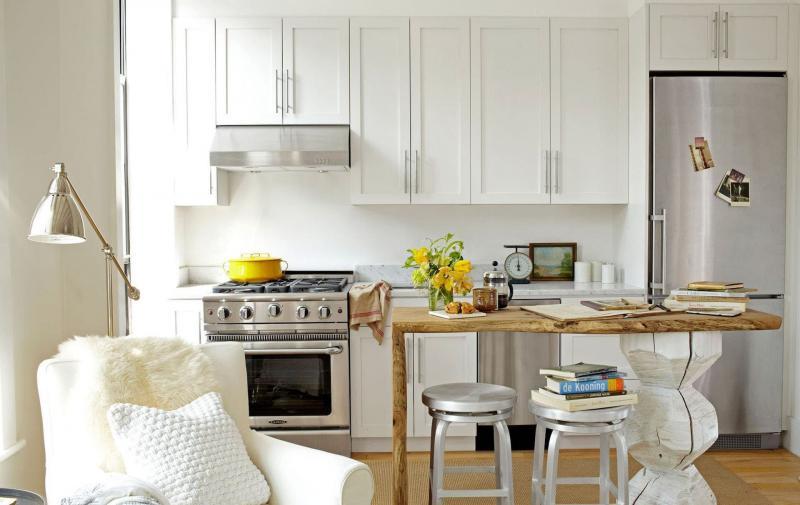 Холодильник в маленькой кухне 3