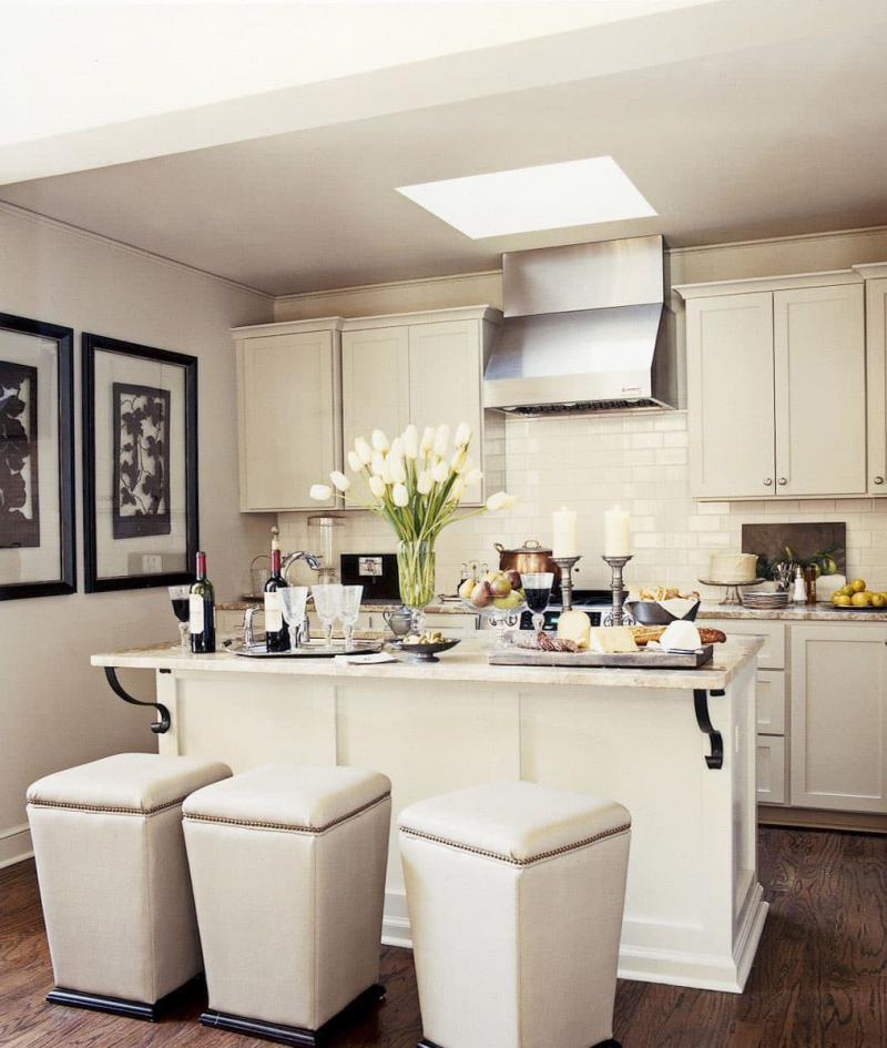 Маленькая кухня с навесными шкафами 1
