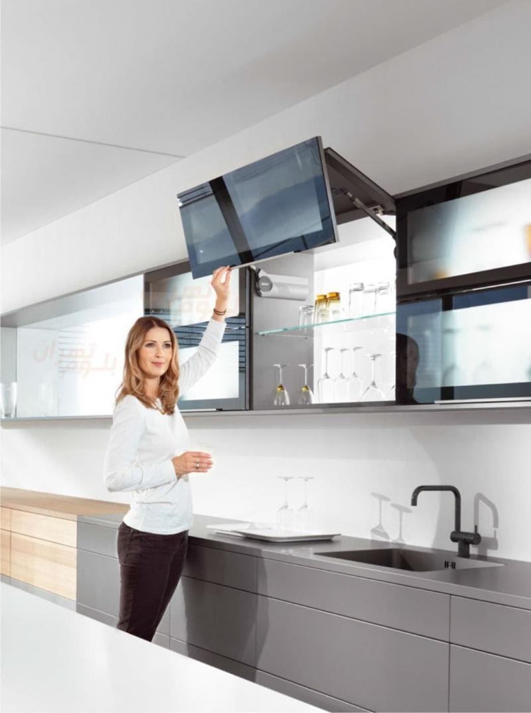 Подъемный фасад на маленькой кухне 1