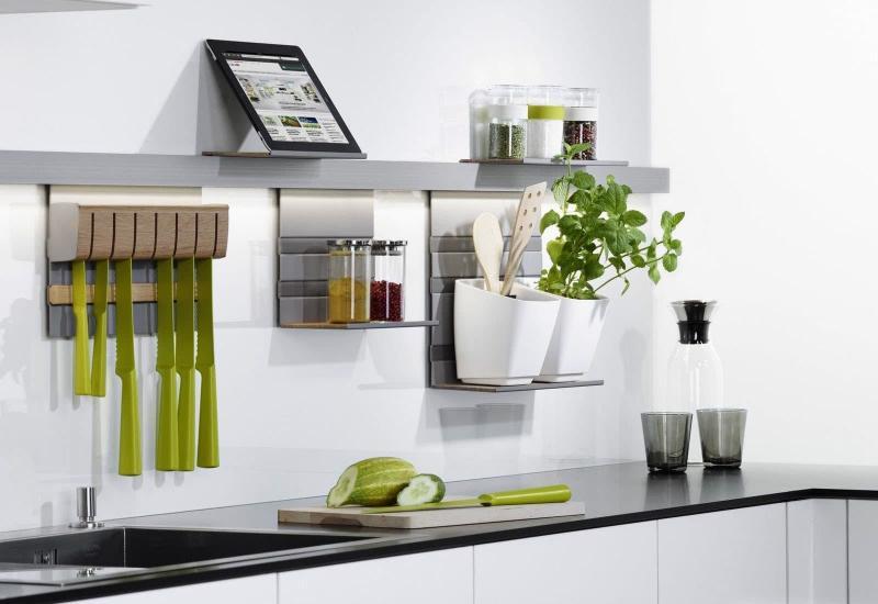 Рейлинги в маленькой кухне 3