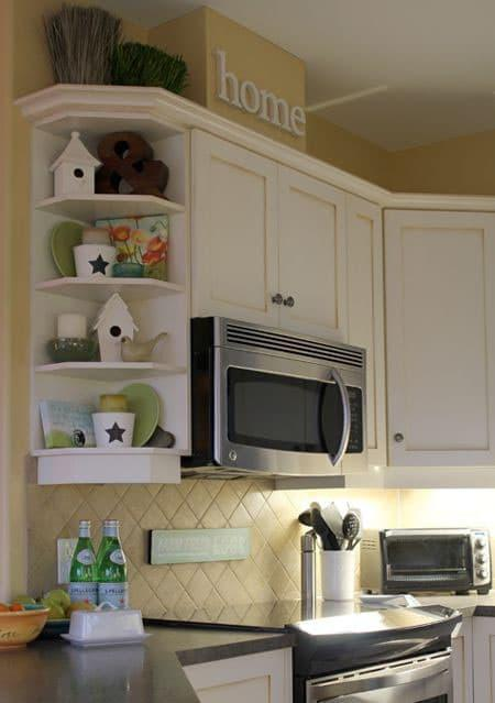 Угловые полки на маленькой кухне 1