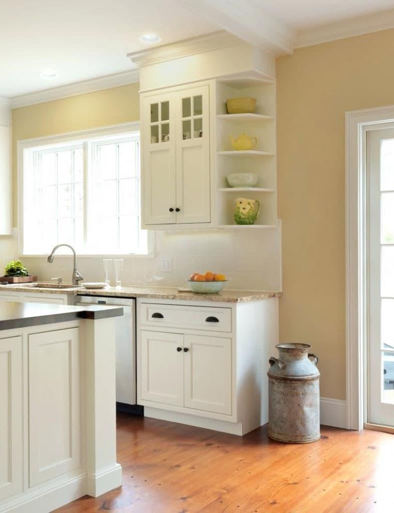 Угловые полки на маленькой кухне 2