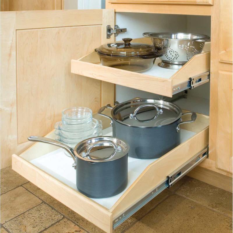 Выдвижные ящики на маленькой кухне 3