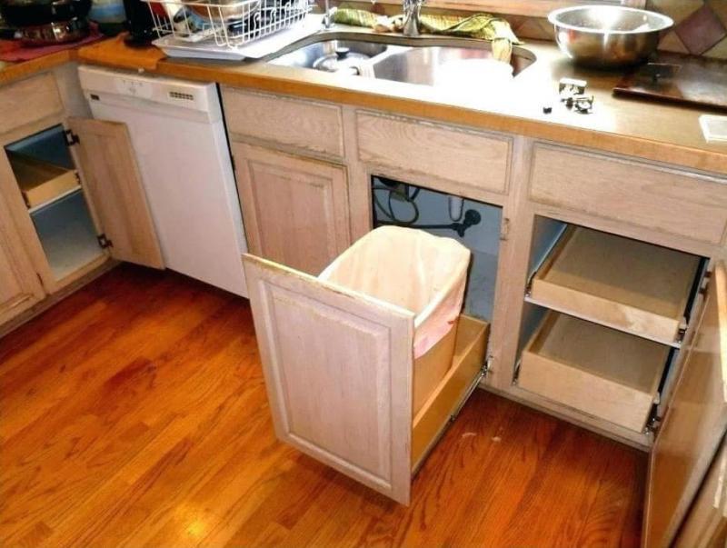 Выкатные шкафы на маленькой кухне 1