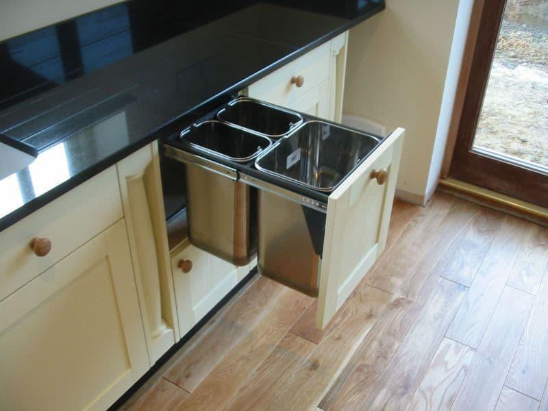 Выкатные шкафы на маленькой кухне 3