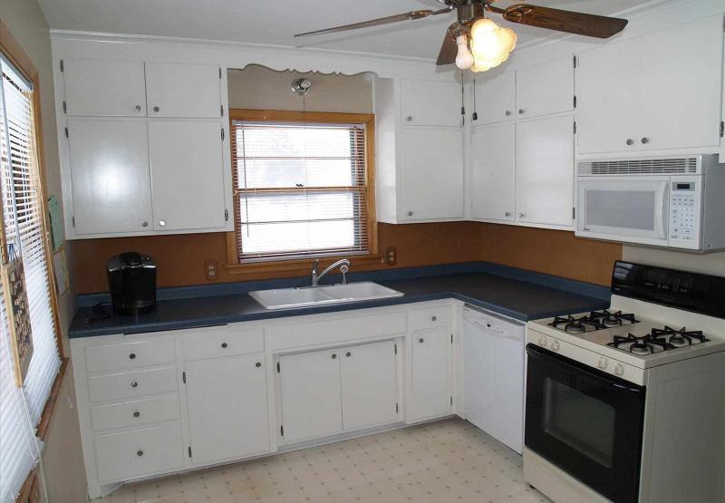 Белая угловая кухня 4