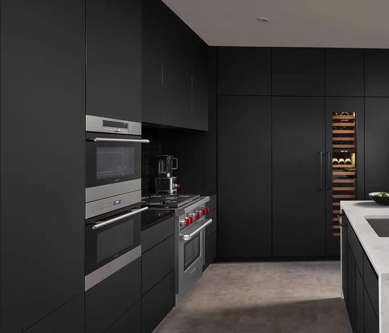 Черная угловая кухня 1