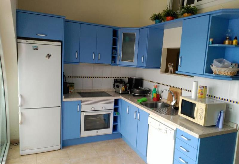 Голубая угловая кухня 4