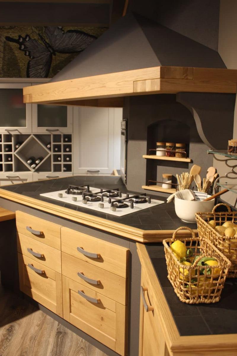 Кухня с угловой вытяжкой 5