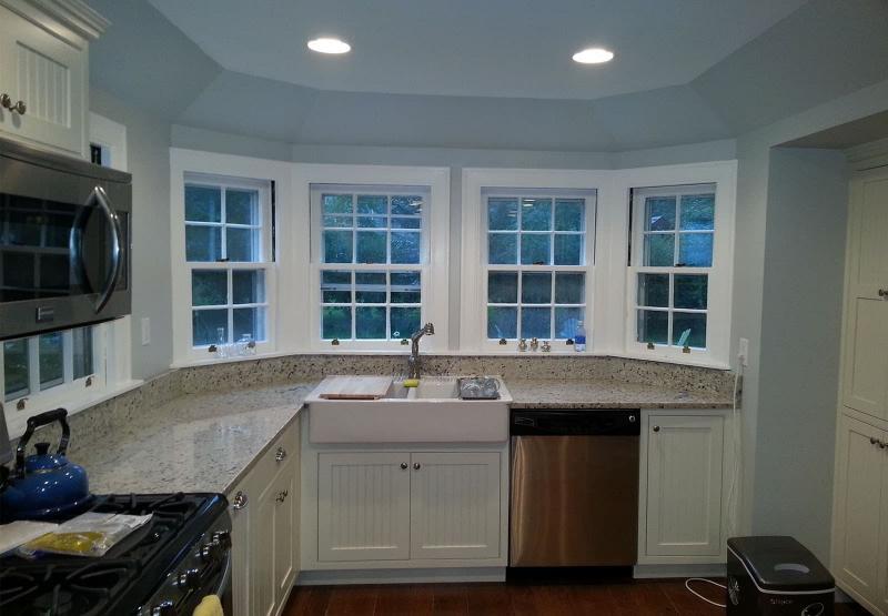 Угловая кухня с окном 1