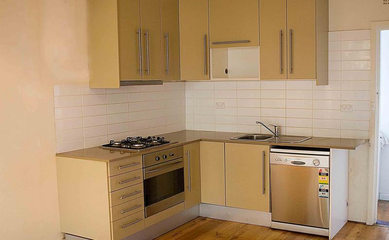 Бежевая кухня 6 кв. м 1
