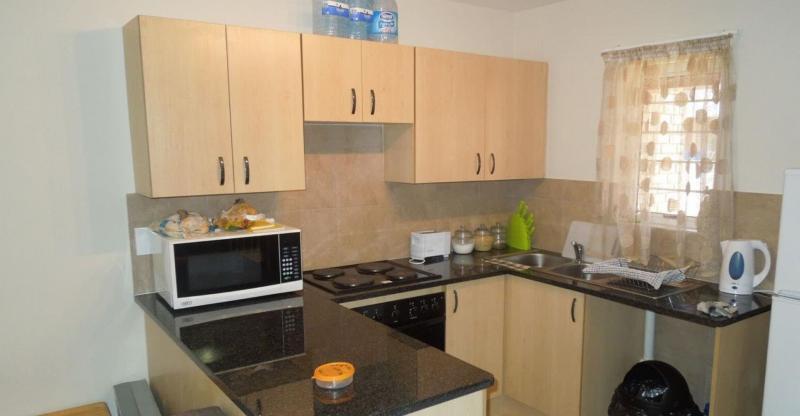 Бежевая кухня 6 кв. м 4