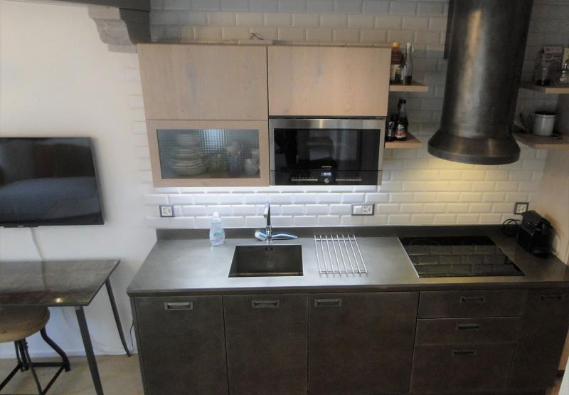 Черная кухня 6 кв. м 3