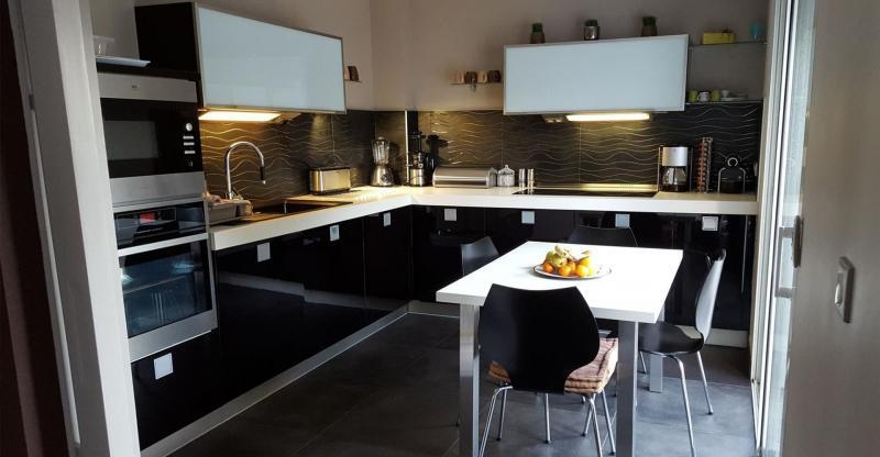 Черная кухня 6 кв. м 4