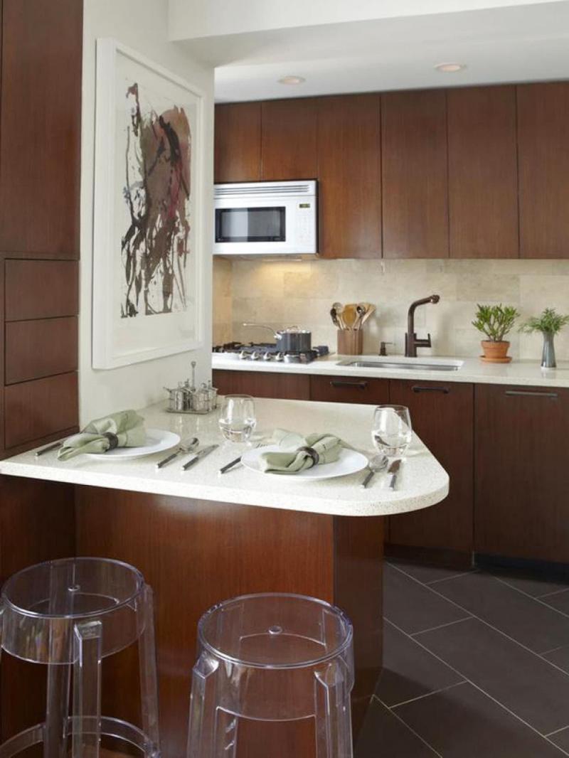 Коричневая кухня 6 кв.м 1