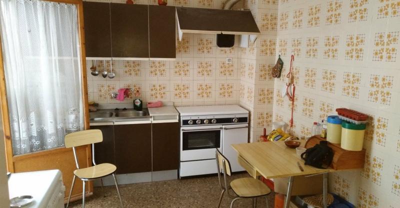 Коричневая кухня 6 кв.м 3