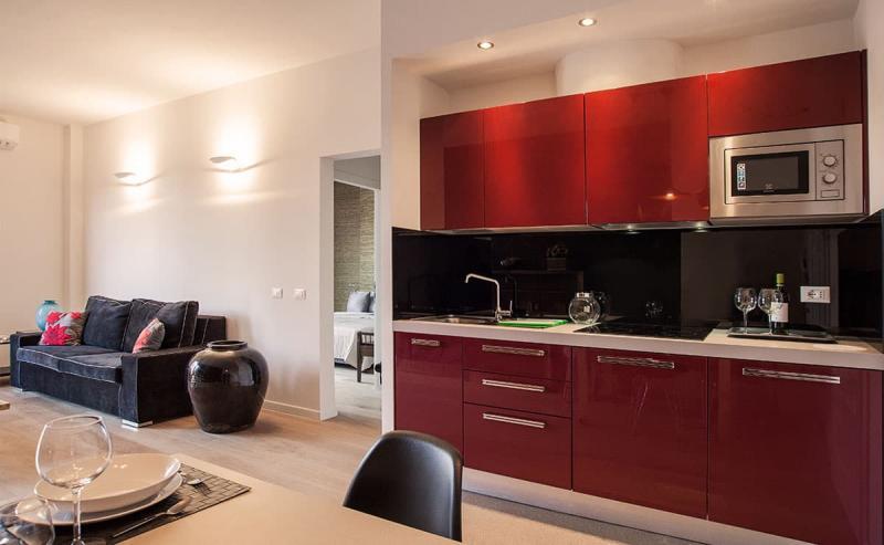 Красная кухня 6 кв.м 3