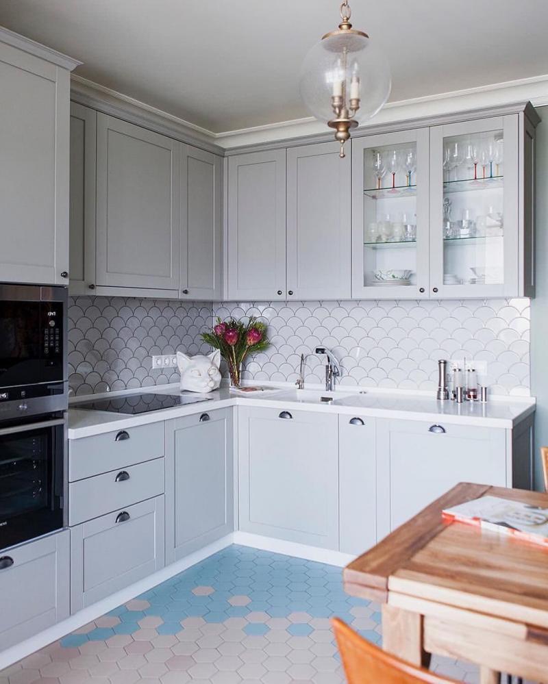Кухня 6 кв. м в стиле классическом 3