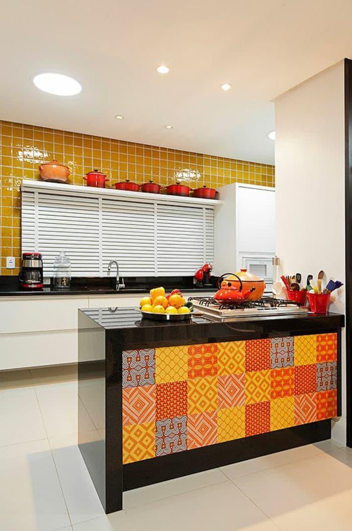 Оранжевая кухня 6 кв. м 3