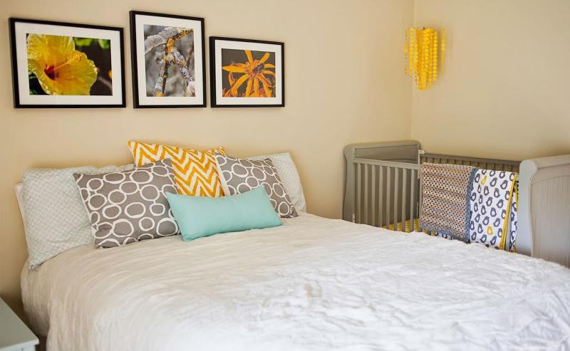 Спальня с детской кроваткой 3