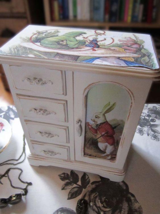 Детская мебель по мотивам Алисы в Стране Чудес 1