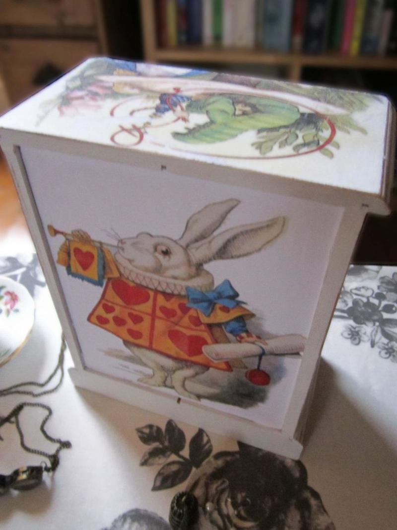 Детская мебель по мотивам Алисы в Стране Чудес 14