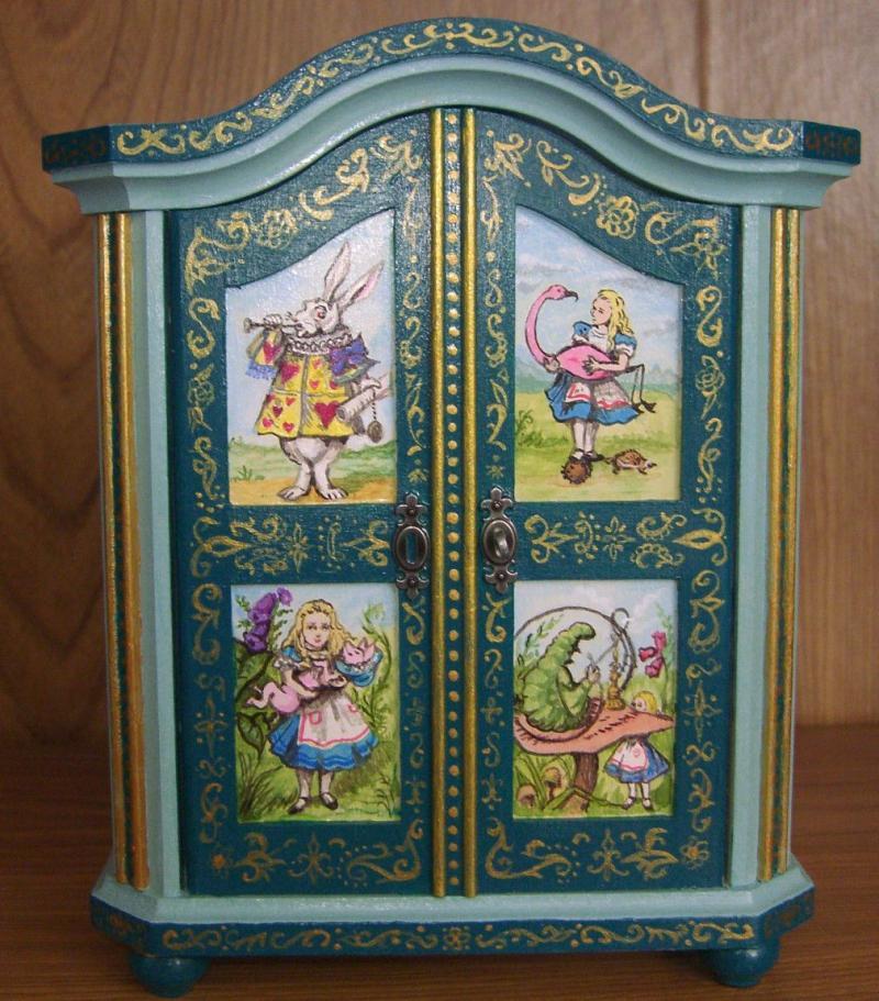 Детская мебель по мотивам Алисы в Стране Чудес 2