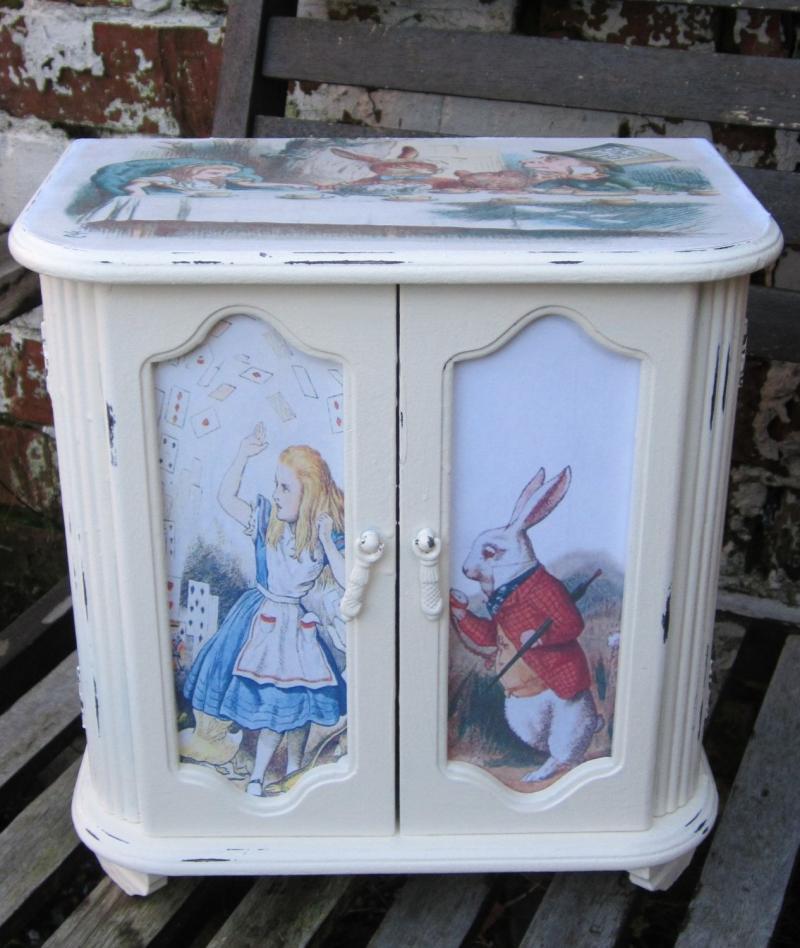 Детская мебель по мотивам Алисы в Стране Чудес 6