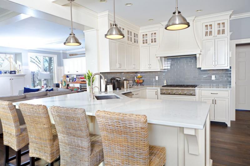 Дизайн белой кухни 10