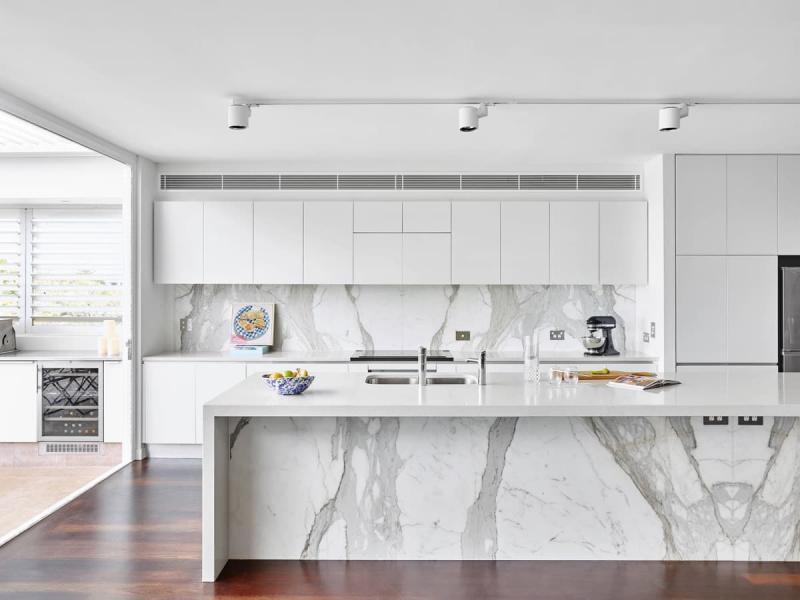 Дизайн белой кухни 9