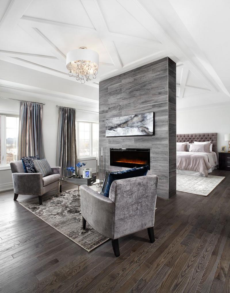 Гостиная со спальным местом с перегородкой-камином