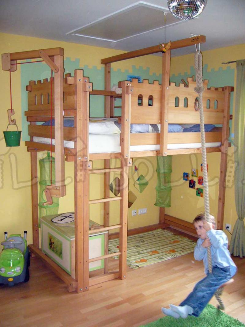 Достоинства и недостатки кровати-чердака 7