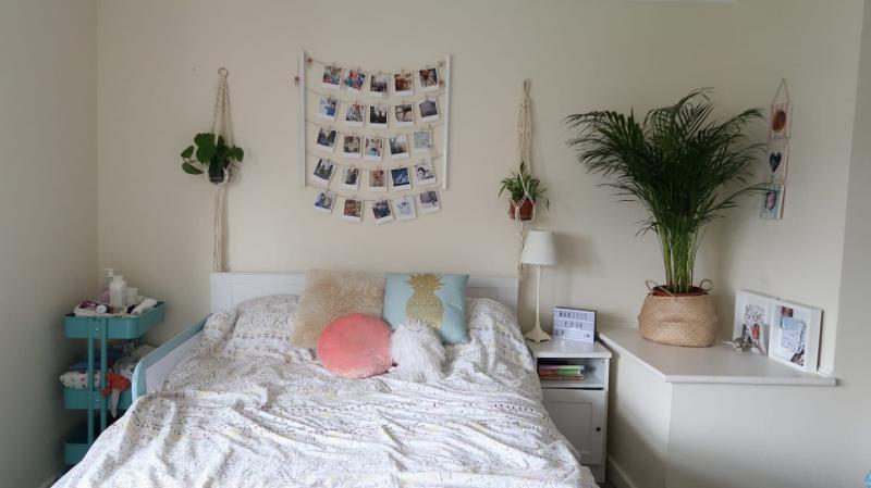 Семейные фотографии в интерьере спальни 4