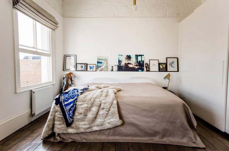 Семейные фотографии в интерьере спальни 5