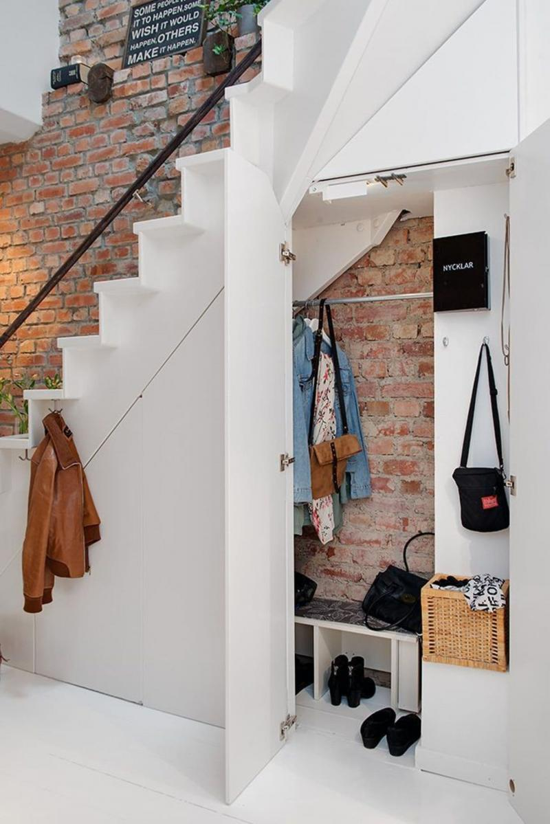 Дизайн прихожей с лестницей 2