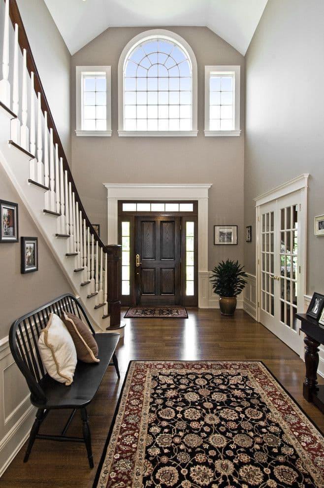 Дизайн прихожей с лестницей 5
