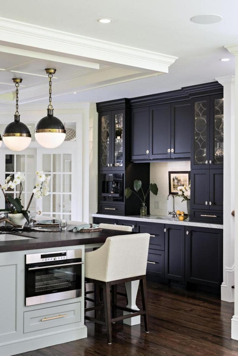 Темный кухонный гарнитур 1
