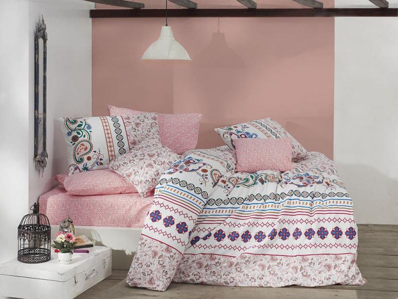 Интерьер спальни в пудровых оттенках 1