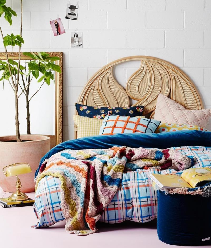Текстурные материалы в интерьере спальни 1