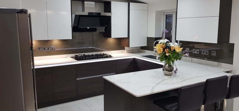 Столешница и камня на кухне 10