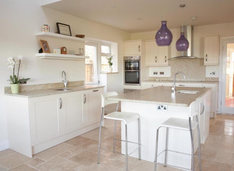 Столешница и камня на кухне 3