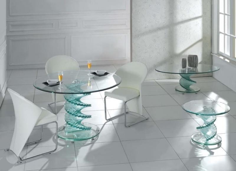 Кофейный столик из стекла в интерьере 2