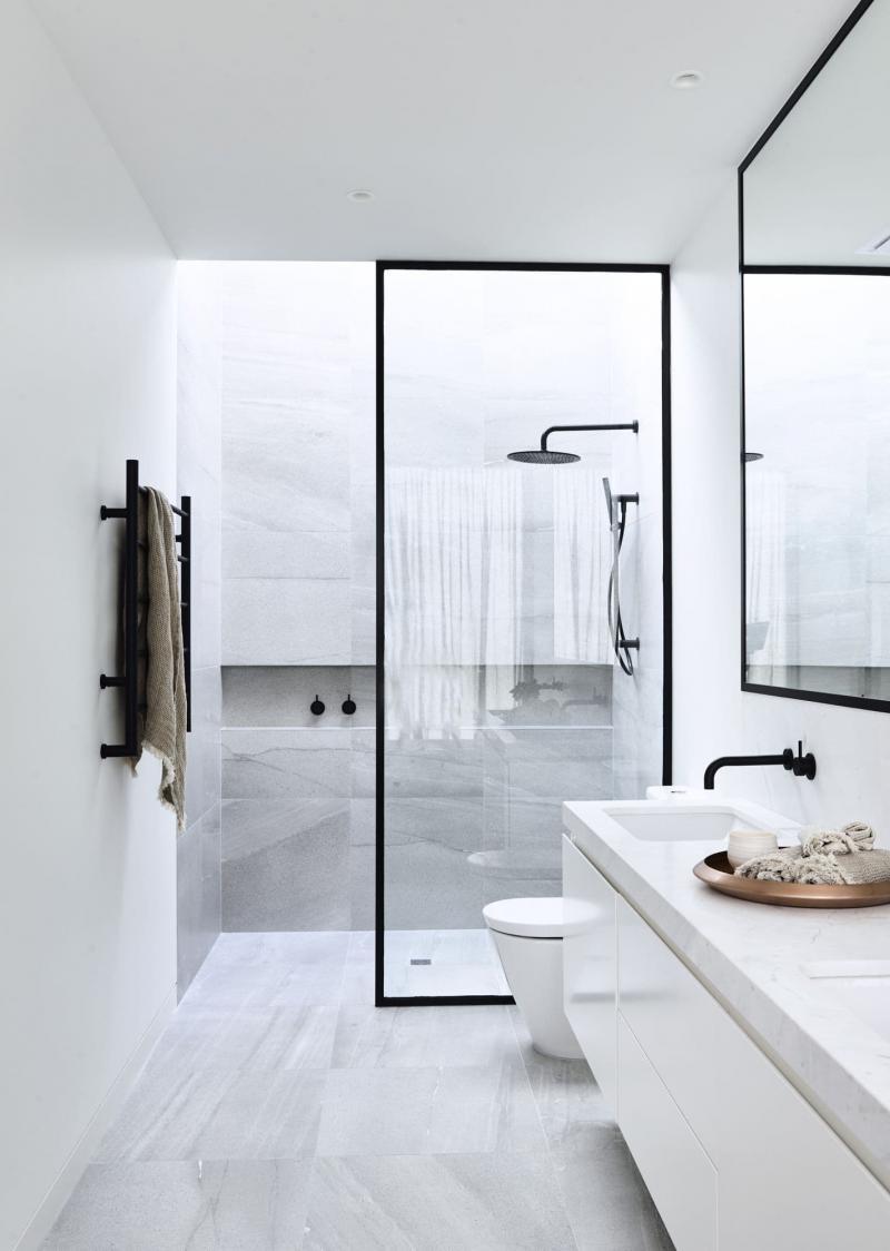 Душевая кабина в интерьере ванной 2