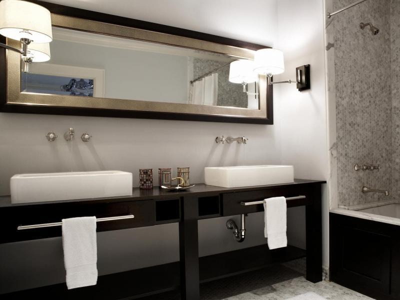 Трюмо в интерьере ванной комнаты 2