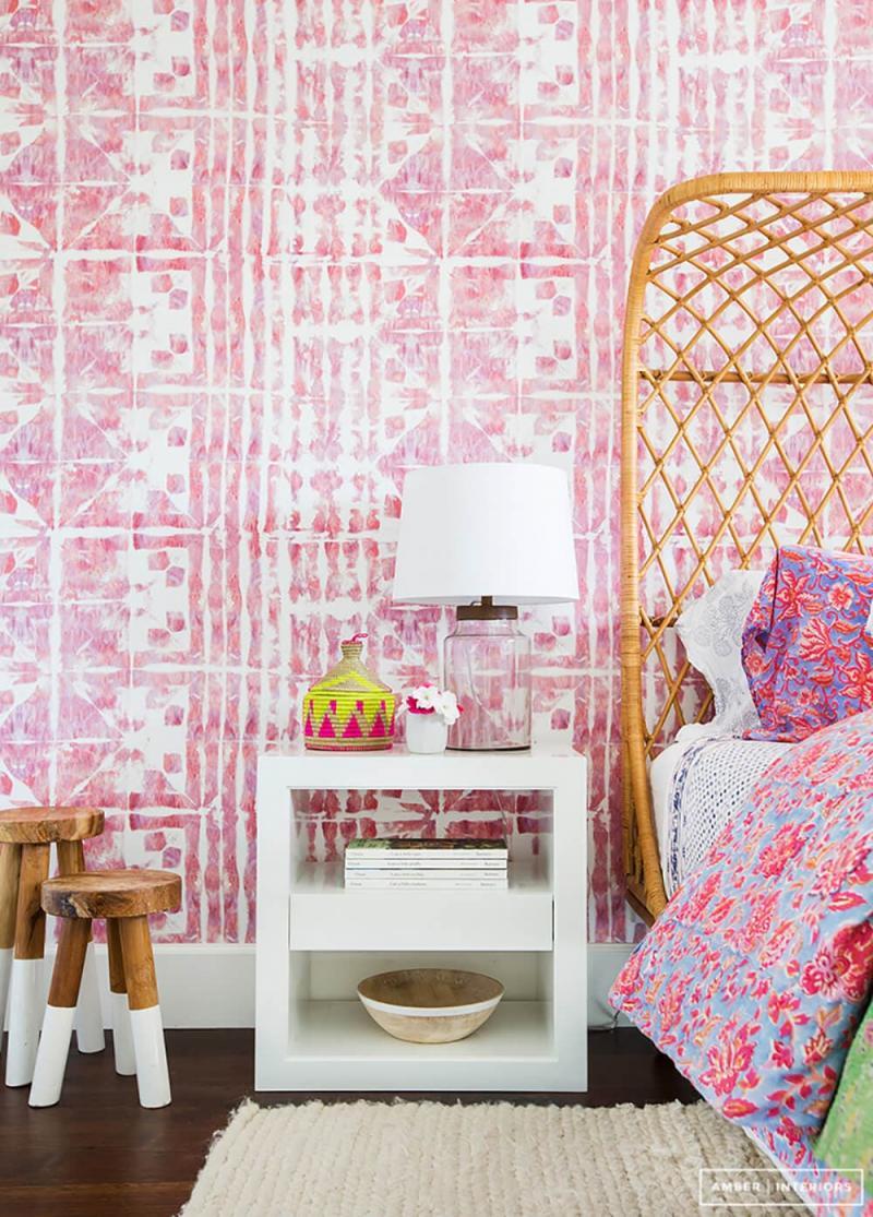 Розовые обои в спальне для девушки 1